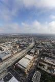 Antena de la autopista sin peaje de Los Ángeles 110 con las nubes de la tarde Foto de archivo libre de regalías