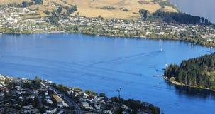 Antena de la bahía en Queenstown, Nueva Zelanda 4K almacen de metraje de vídeo