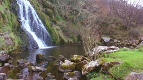 Antena de la cascada de Assaranca en el condado Donegal - Irlanda metrajes