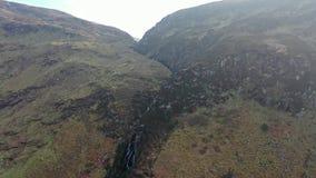 Antena de la cascada de Assaranca en el condado Donegal - Irlanda almacen de video