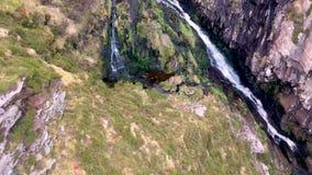 Antena de la cascada de Assaranca en el condado Donegal - Irlanda almacen de metraje de vídeo