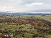 Antena de la pequeña ciudad de Elkton, Virginia en el Shenandoah V imágenes de archivo libres de regalías