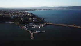Antena de la visi?n superior de la ciudad de Nessebar en la costa del Mar Negro de Bulgaria, nueva parte almacen de metraje de vídeo
