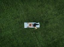 Antena de la yoga de la mujer imagen de archivo libre de regalías