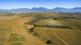 Antena de las tierras de labrantío y montañas en Suráfrica imagen de archivo