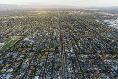 Antena de Los Angeles Califórnia das casas e das ruas de Northridge fotos de stock