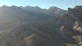 Antena de montañas cerca de Las Vegas, Nevada metrajes