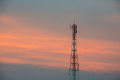 Antena de rádio no tempo crepuscular Foto de Stock Royalty Free