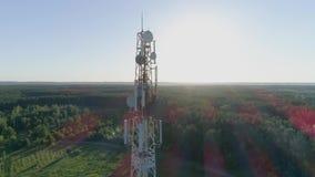 Antena de radio de la comunicación del teléfono móvil con personales del mantenimiento
