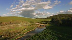 Antena de River Valley en la montaña Serbia de Zlatibor almacen de metraje de vídeo