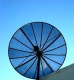 Antena de satélite de la casa Foto de archivo