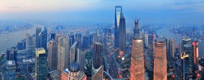 Antena de Shangai en la puesta del sol Fotografía de archivo libre de regalías
