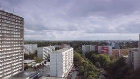 Antena de um complexo residencial pobre em Koeln-Porz, Alemanha filme