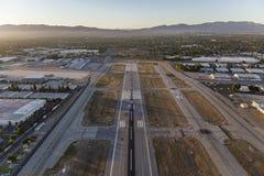 Antena de Van Nuys Airport Late Afternoon Runway fotografía de archivo libre de regalías