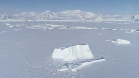 Antena del agua del océano de la Antártida del helada del iceberg almacen de video