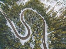 Antena del camino de la montaña del invierno Fotografía de archivo libre de regalías