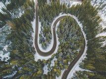 Antena del camino de la montaña del invierno Imagen de archivo