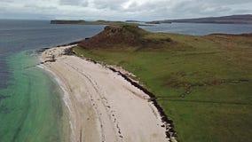 Antena del Clagain Coral Beach en la isla de Skye - Escocia almacen de metraje de vídeo
