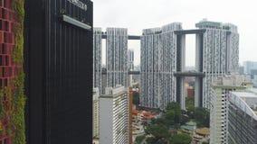 Antena dla nowożytnych budynków i bluszcza zakrywał ściany piękny hotel w Singapur strzał Zielony liść ściany hotel wśród zdjęcie stock