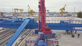 Antena dla przemysłowej portowej strefy z specjalną maszynerią klamerka Magazyn z podnośnymi żurawiami, zbiorników pudełka i obraz royalty free