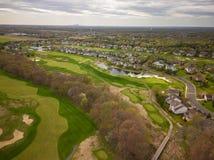 Antena do campo de golfe com Philadelphfia no fundo fotografia de stock royalty free