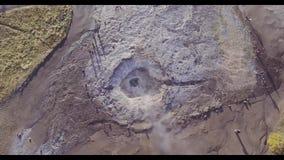 A antena do hotspring do geyser em Islândia disparou de cima de vídeos de arquivo