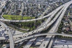 A antena do intercâmbio da autoestrada de Los Angeles distribui 5 e 118 Fotografia de Stock Royalty Free