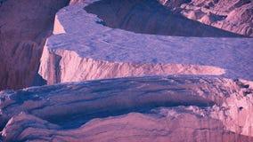 Antena do landcape da montanha da neve do inverno no por do sol Foto de Stock