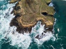 Antena do Oceano Pacífico e litoral de Mendocino em Califórnia foto de stock