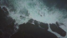 Antena do Oceano Pacífico e litoral rochoso em Califórnia vídeos de arquivo