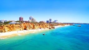 Antena do Praia a Dinamarca Rocha no Algarve Portugal Imagem de Stock