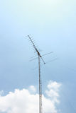 Antena en cielo azul Imagenes de archivo