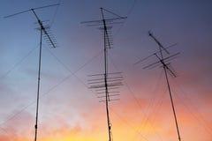 Antena en el cielo colorido Fotografía de archivo libre de regalías
