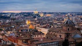 Antena en Roma capital histórica con las señales alrededor del río Tíber en Italia metrajes