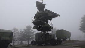Antena girante del radar stock footage