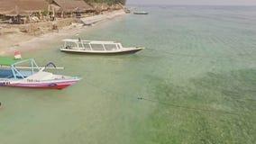Antena hermosa de la cámara lenta de los barcos de pesca metrajes