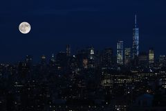 Antena i panorama widok drapacz chmur Miasto Nowy Jork, Manhattan widok nocy środek miasta Manhattan z gwiazdami i księżyc obrazy stock