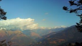Antena krajobraz przy Pela losu angeles przepustką w Bhutan zbiory wideo