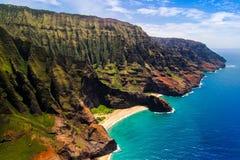 Antena krajobrazowy widok Honopu łuk przy Na Pali linią brzegową, Kauai Obrazy Royalty Free