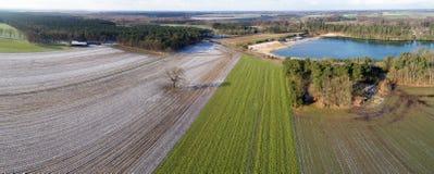 Antena krajobrazowy widok, powietrzna fotografia z jeziorem, pola, łąki, lasy, droga, panorama jako sztandar dla blogu i strona i obraz stock