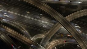 Antena leve da estrada de anel do tráfego de cidade de Moscou da noite vídeos de arquivo