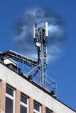 Antena móvil en un edificio Fotos de archivo libres de regalías