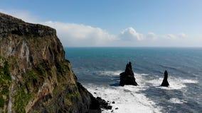 Antena negra de Islandia de la playa de la arena almacen de video