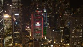 Antena para la hermosa vista de la noche de los rascacielos de la ciudad de la noche en distrito financiero existencias Luces bri almacen de metraje de vídeo