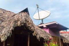 Antena parabólica en el tejado de la paja Imágenes de archivo libres de regalías