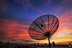 Antena parabólica no nascer do sol Imagens de Stock