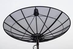 Antena parabólica sobre a construção Fotos de Stock