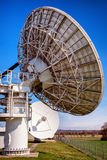 Antena parabólica - telescopio de radio Imágenes de archivo libres de regalías