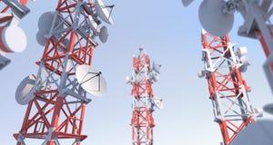 Antena parabólica y torres Imagen de archivo libre de regalías
