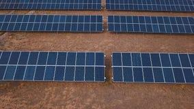 Antena pustynnego widoku energii słonecznej gospodarstwa rolnego wielki przemysłowy inscenizowanie koncentrował energię słoneczną zbiory